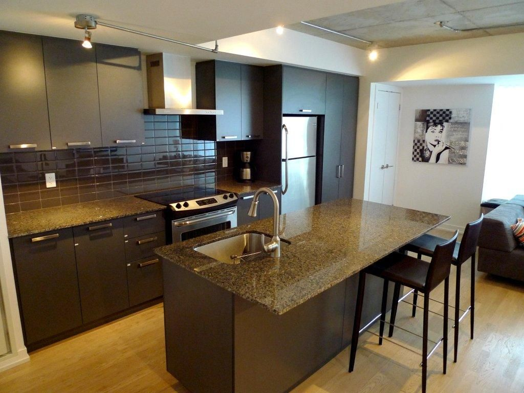 king / bathurst 2-bedroom condo in entertainment - homeaway