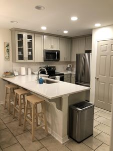 Renovated kitchen Dec. 2017 w/ all new stainless appliances & quartz countertops