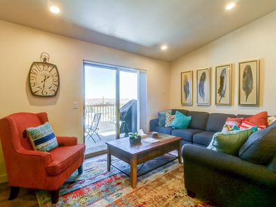 Photo for Cozy condo w/ shared seasonal pool & hot tub - 15 minutes to Arches