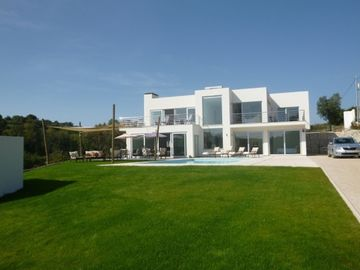 Beautiful Modern 4 Bedroom, Family Friendly With Pool, Close To Beaches & Golf