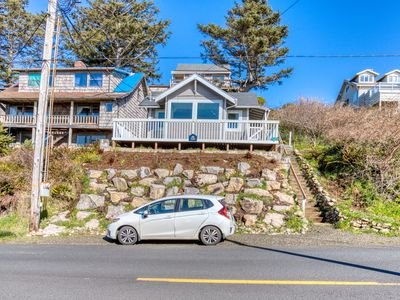 Photo for Pleasant dog-friendly house w/panoramic views - short walk to the beach!