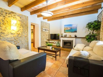 Photo for Nice apartment for 4 people with WIFI, private pool, TV, balcony, pets allowed and parking