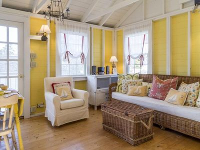 Cute clapboard cottage on the hill off Stage Island Road!