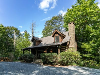 Dancing Bear Cottage - 15 mins from Blowing Rock, Hot Tub, Pool Table, Privacy