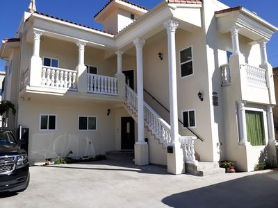 Furnished House Near Beverly Hills