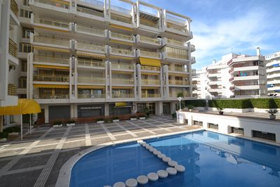 Residence and swimming pools with adults' and children's pool
