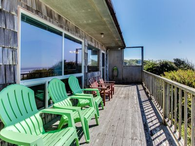 Photo for 12 oceanfront, dog-friendly cottages w/easy beach access - room for large groups