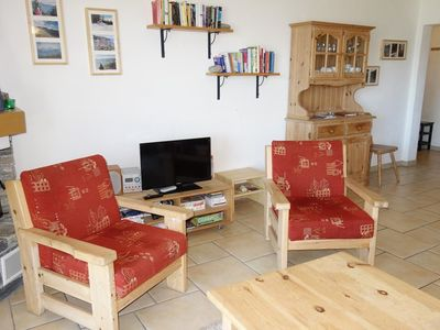 Photo for 3*+, 2-bedroom-apartment for 6-8 people located near the ski slopes. Bright living room with firepla