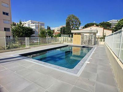 Photo for Great apartment with garage and pool in a quiet yet central area of Juan-les-Pins