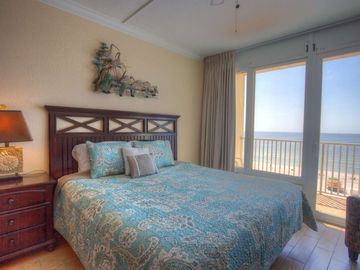 Top Floor Beachfront Studio Breathtaking Views  Newly Renovated & Fantastic  Location in TI