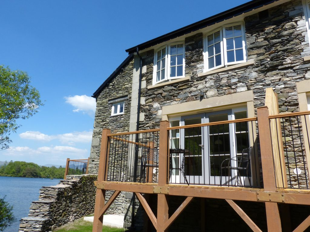 Lowe mcconnell pet friendly in far sawrey homeaway for Lake district cottages with swimming pool
