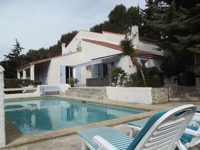 Photo for Very nice air-conditioned villa for rent. 6 km away from Cassis. Very large pool