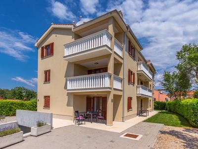Photo for Holiday apartment Vantačići for 1 - 6 persons with 2 bedrooms - Holiday apartment