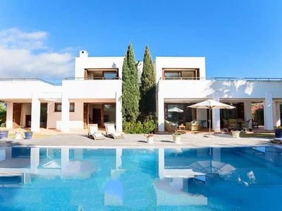 Photo for 4 bedroom Villa, sleeps 8 in Cala d'Or with WiFi