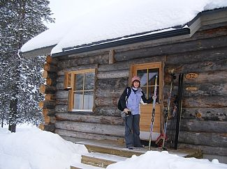 Log cabin in ski resort akaslompolo lapland for Ski cottage