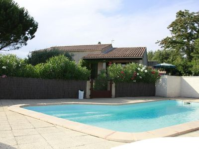 Photo for Beautiful all comfort villa with swimming pool, sunny, quiet, close to Avignon