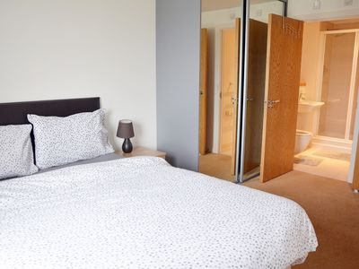 Photo for 2 BEDROOM APARTMENT IN STRATFORD,SLEEPS 6