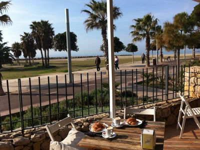 Photo for Charming penthouse with sea views, 2 large terraces and 40m to the beach