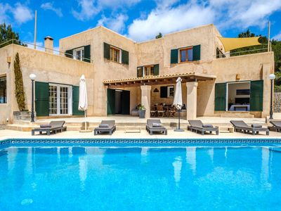 Photo for Fantastic Villa with Pool, Wi-Fi, Terrace, Garden and Sea View; Parking Available