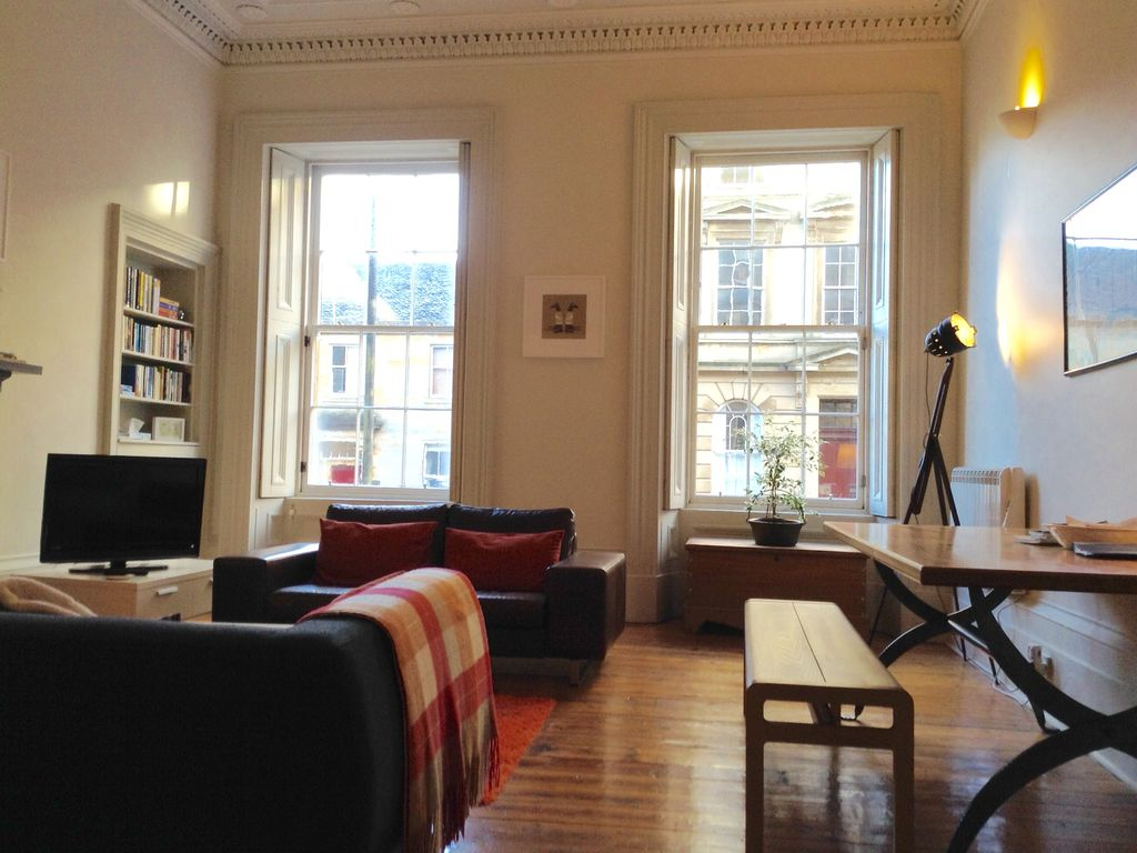 Beautiful 1850's city centre apartment near Art School