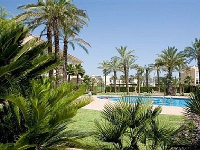 Photo for Ideal for Families. Walking distance to beach - sleeps 9, Wifi and Pool
