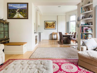 Photo for Gorgeous 2 Bed Family Apartment in Stylish Chelsea