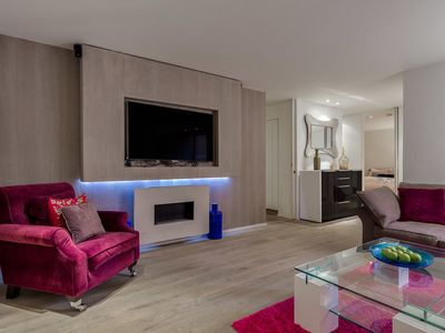 Photo for Top luxury modern 2-bed 2-bath near Oxford st