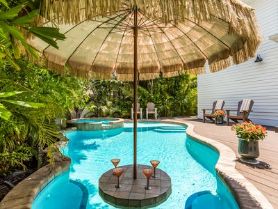Beach Dream Cottage: 1 Block to Gulf Beach, Heated Pool w/Tiki Bar, Hot Tub