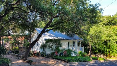 Photo for Charming 1940s cottage. DOWNTOWN/ GREAT FOR MONTHLY OR LONGER TERM STAYS!