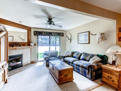 Photo for Pretty mountain condo w/ shared clubhouse, pool, hot tubs & winter shuttle