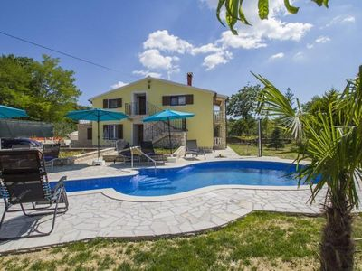 Photo for pA cosy emvilla/em with pool for 12 persons, in a suburb of Labin,...