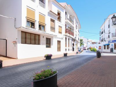 Photo for Charming apartment near the beach, shops, dining, town center
