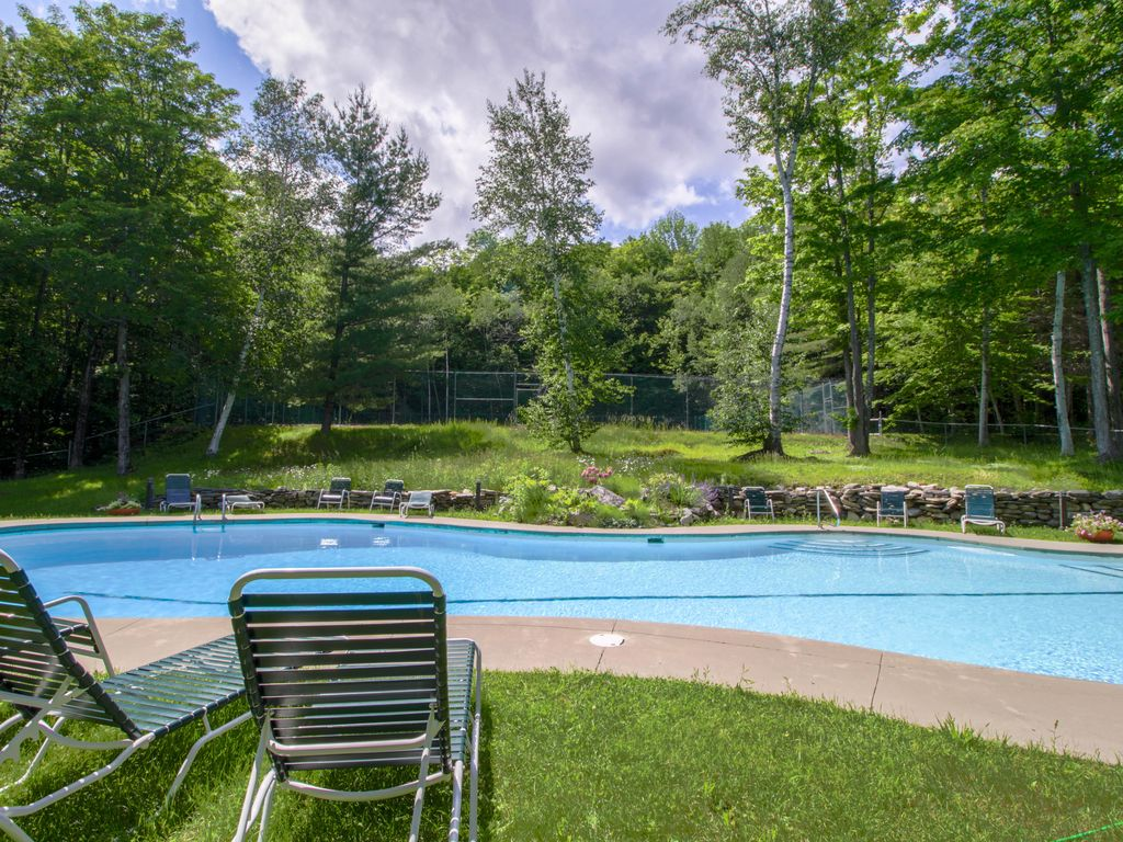 Welcoming Condo Features Walk To Slope Access Seasonal Pool Dogs Ok Ludlow Ludlow Okemo Ski