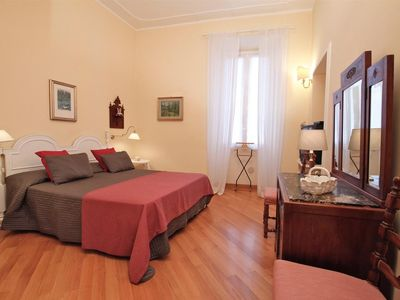 Photo for Ezio Elegant, very welcoming, spacious and luminous, 1200 mt from Saint Peter's and Piazza Navona