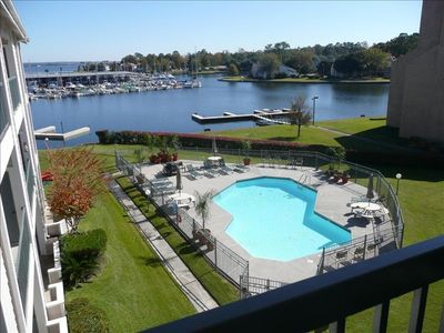 Photo for Enjoy Lake Conroe 2/2 Waterfront Condo-Country Club Amenities