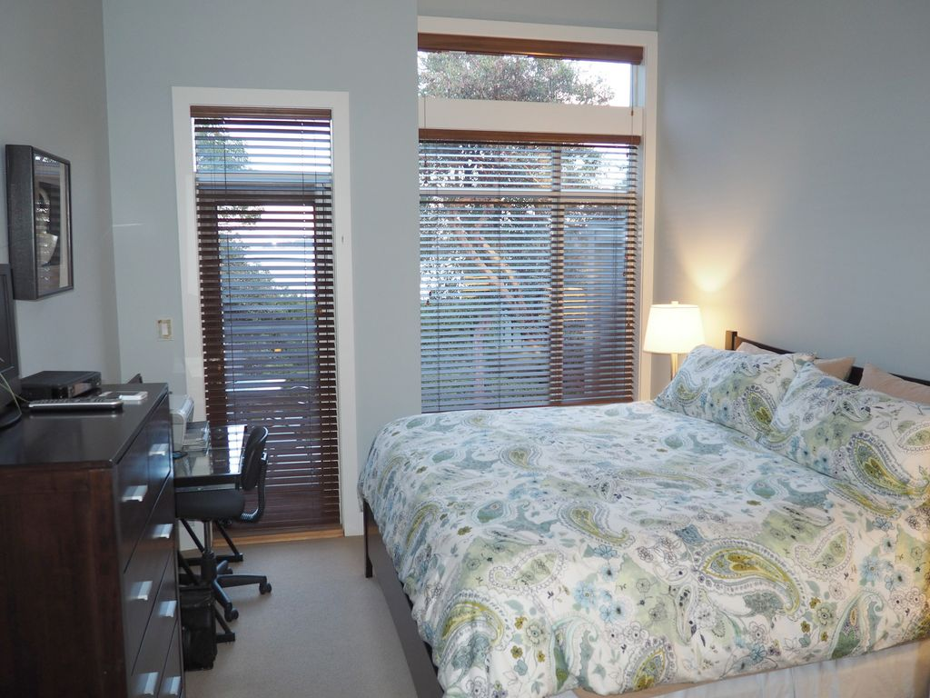 Waterfront Parksville 2 Bedroom, 2 Bath Townhome at Tanglewood