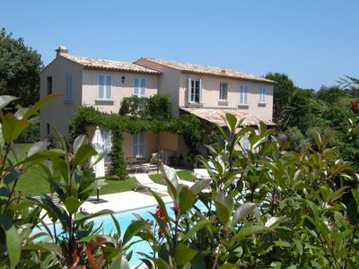 Photo for Villa with swimming pool in a guarded estate 500m from the beach, near the center