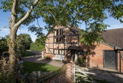 Hop Pickers Rural Retreats - The 17th century Barn sleeps 5 in 2 bedrooms