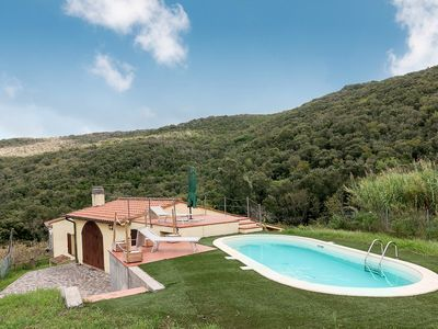 Photo for With pool surrounded by nature - Villetta Redinoce