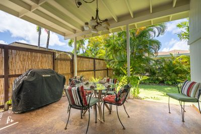 Covered lanai and BBQ