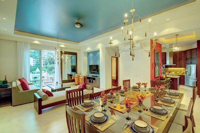 Dining & Living Rooms. The perfect entertainment home.
