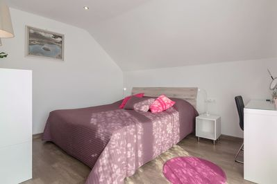 Double bed with dimensions 180 x 200 cm in the 1st bedroom