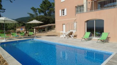 Photo for 6 miles from Vaison-la-Romaine, villa with modern decor, heated pool