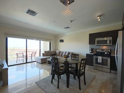 Photo for Spacious Condo, Romantic Island getaway,Perfect for Couples - PC406