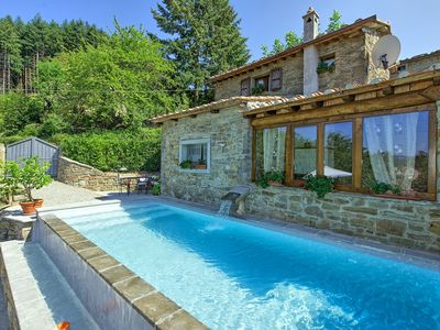 Photo for Sweet two-bedroomed villa with private pool and panoramic views close to Cortona