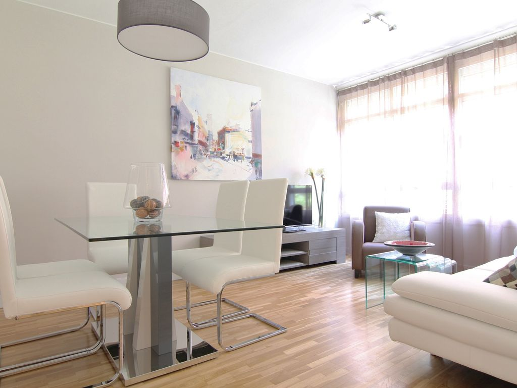 90m2 apartment air conditioned with wi fi design brand for Apartment design 90m2