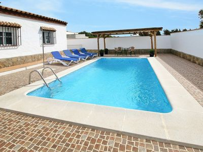 Photo for Cosy apartment for 4 guests with private pool, WIFI, TV, pets allowed and parking