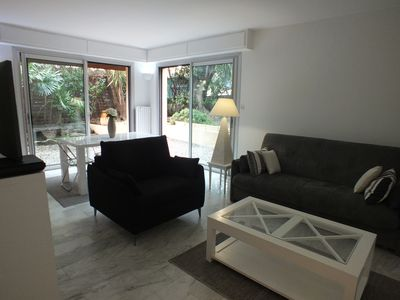 Photo for Apart. air-conditioned corner 57 m2, garden 40 m2, Juan-les-Pins, very well located :)