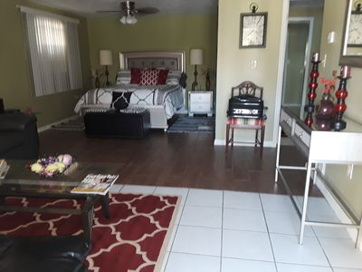 Photo for Studio, sleeps 5. In the  center of Tarpon Springs, sponge docks, walk to shops!