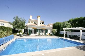 Photo for Private Villa With Private Heated Pool, A/C and Situated In Montinhos Da Luz